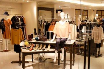 女士服装店位于地下1层