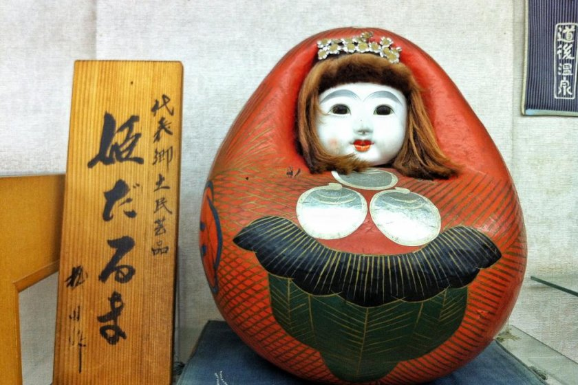 An antique papier-mâché Himedaruma doll