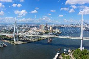 从天保山摩天轮上看到的大阪市中心的景色。