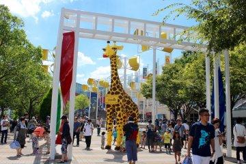 天保山市场广场的东入口。