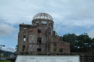 Atomic Bomb Dome - explanation in many languages