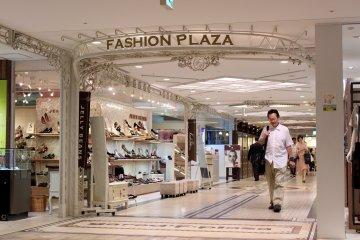 Namba城时尚广场入口。