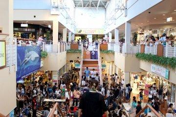 天保山市场主入口的活动空间。
