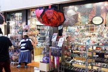 天保山市场的传统日本商店。