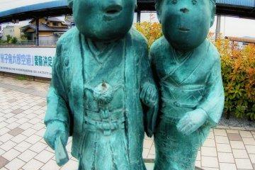 Mizuki Shigeru and his wife immortalized