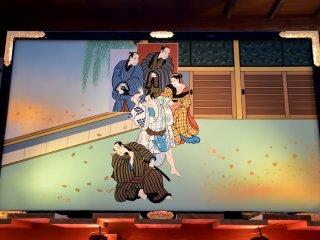 歌舞伎の錦絵が飾られている