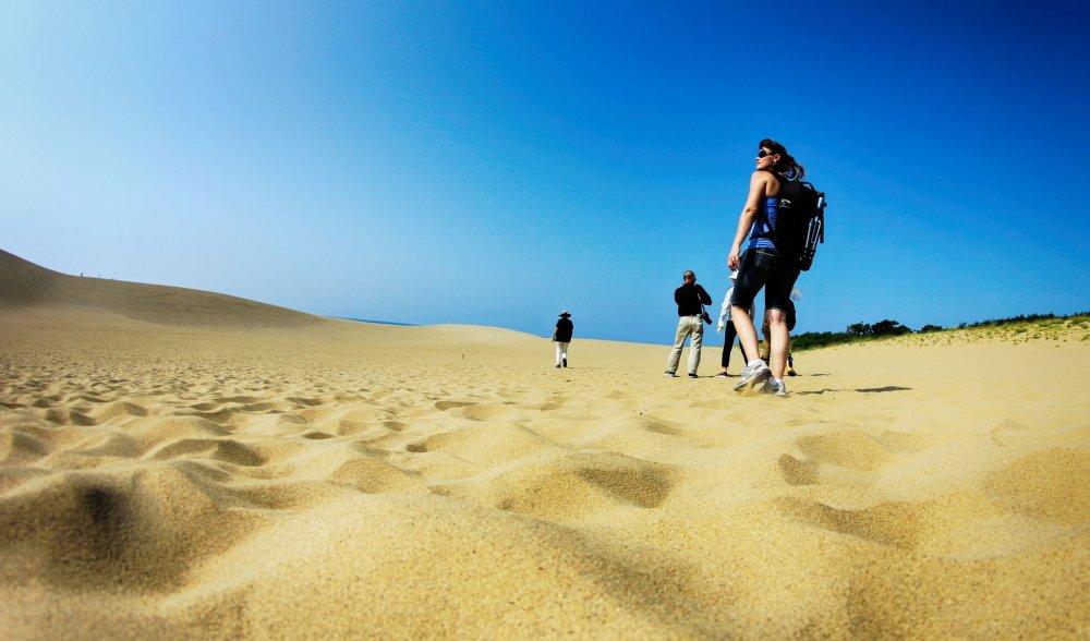 ทรายของที่นี่ละเอียดและมีสีสันสวยมาก