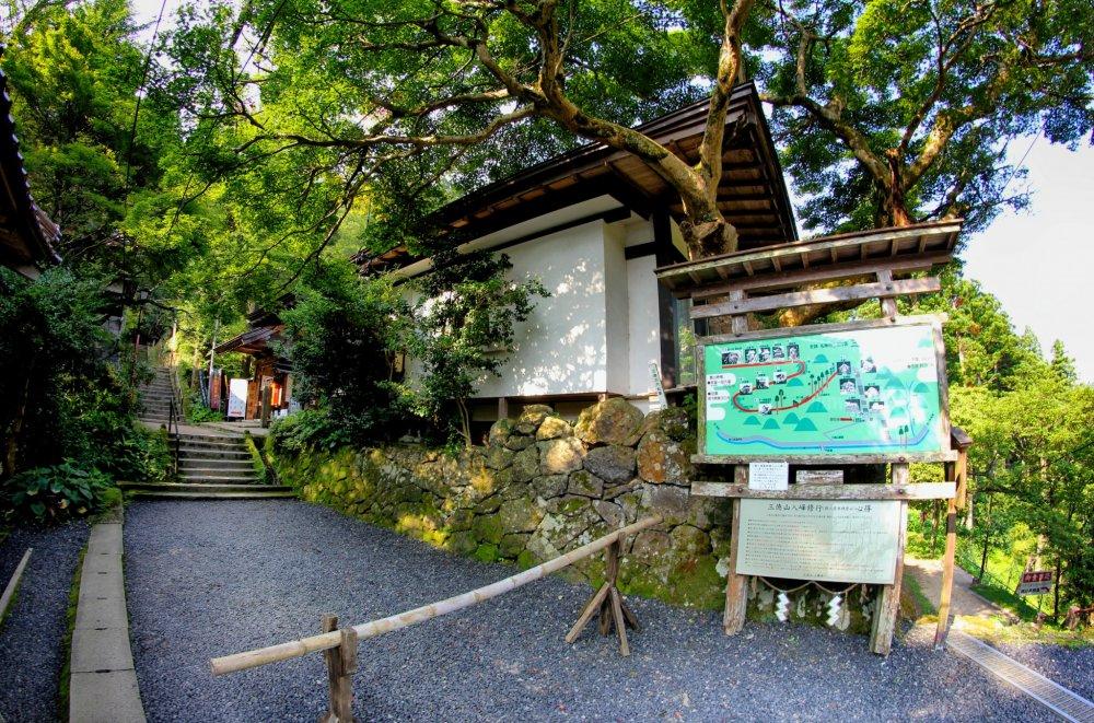Lối vào khu vực leo núi Mitoku