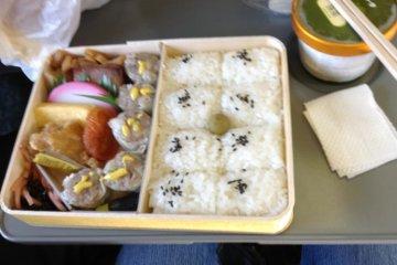 """Сюумаи-бэнто, которые являются """"визитной карточкой"""" станции Йокогама."""