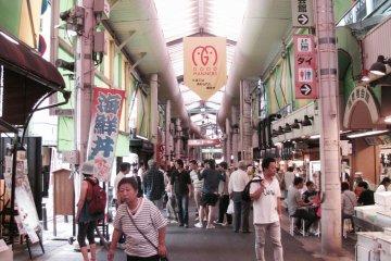 The sprawling Omi-cho market