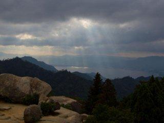 วิว 360 องศา จากบนยอดเขานั้นงดงามมาก
