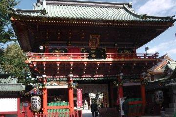 Zuishin-mon, the main gate