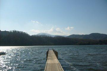 ทะเลสาบ Ippeki ในอิซุ