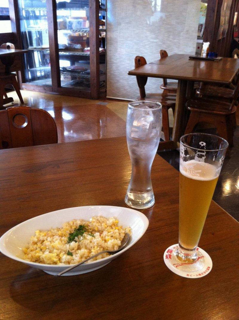 Garlic fried rice and pilsner at Kaigun-san no Mugishu-kan