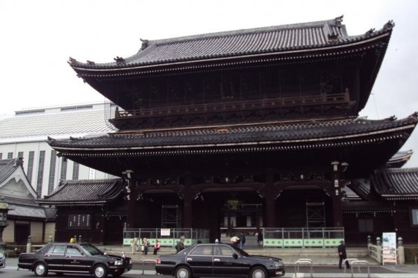 Higashi Honganji is one of the largest wooden structures in Kyoto.