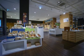 Kurasuwa first floor souvenir section