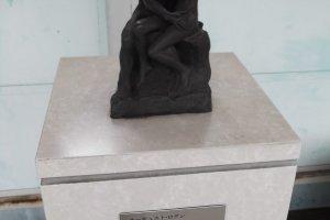A tiny Rodin replica (I assume) on the platform at Kenritsu-Bijutsukan-mae station