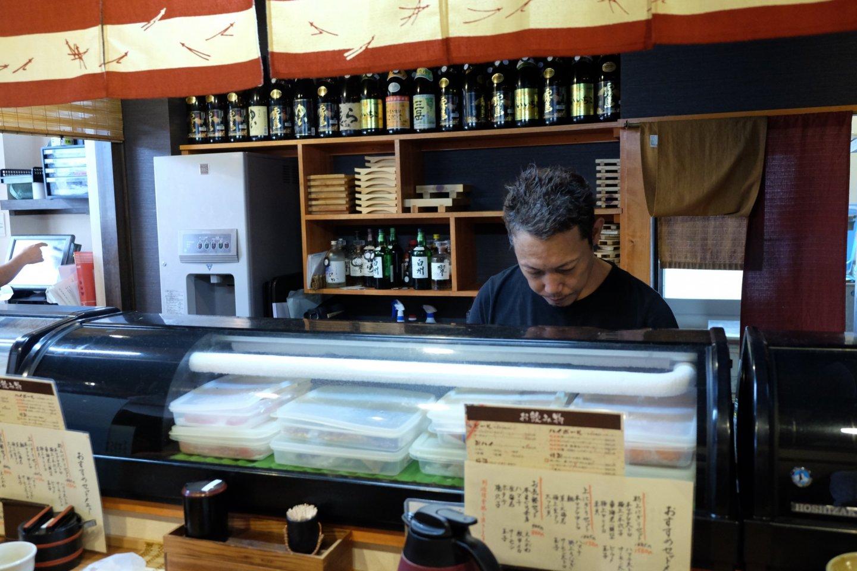Готовят вкуснейшие суши