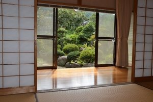 宿泊室1から眺める中庭