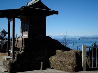 鋸山にある小さな神社