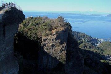 The edge of the cliff on Mount Nokogiri