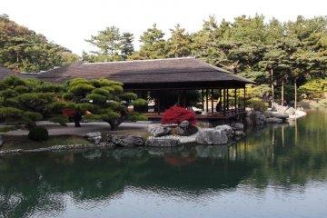 Reflect like a samurai at the Kikugetsu-tei teahouse