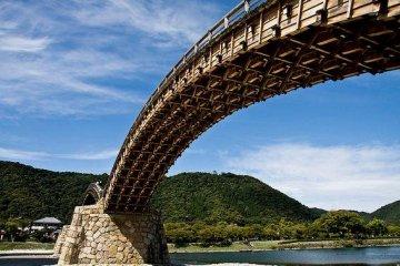 Under view of the bridge.
