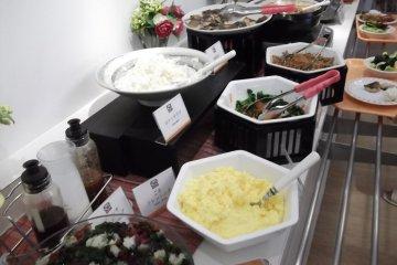 <p>The breakfast buffet, part 1</p>