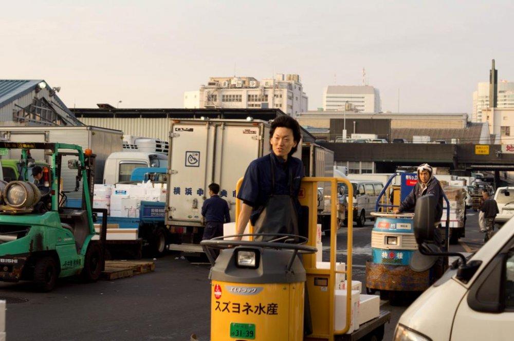 Это не какие-то там перевозочные машинки, это - танки! Не стой у них на пути!