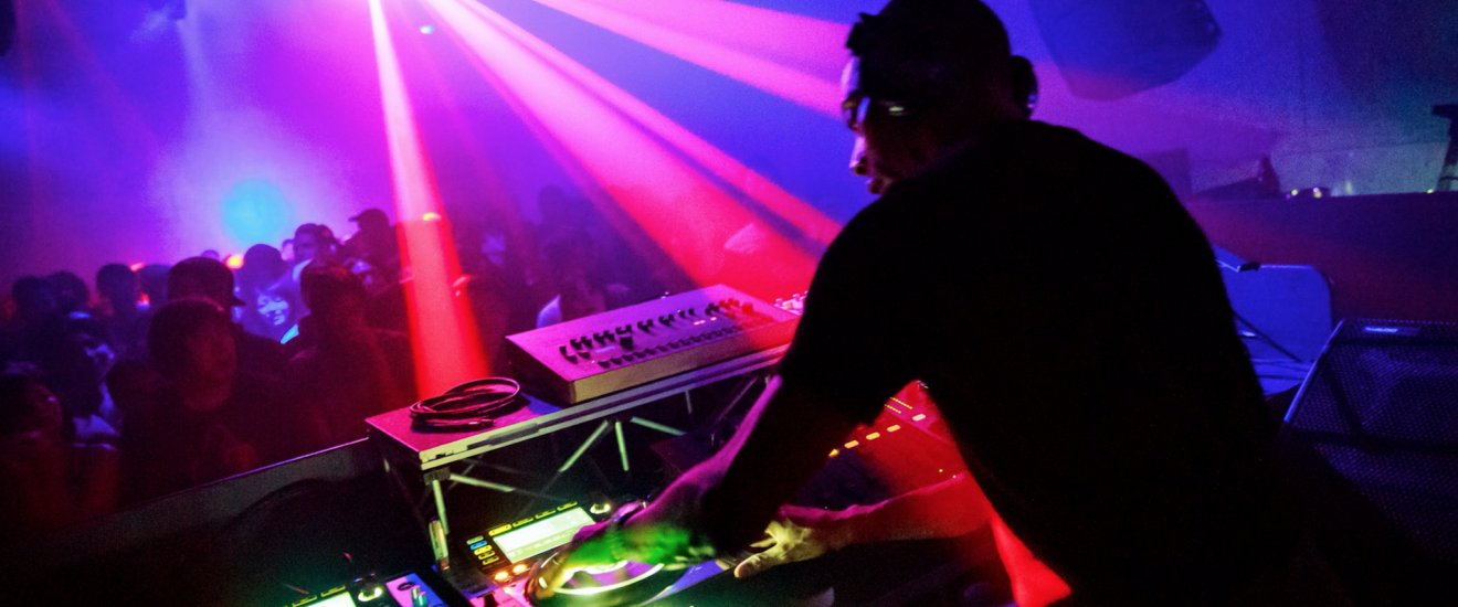 DJ Jeff Mills spinning