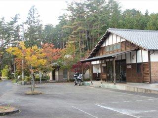 Facilities near the parking lot