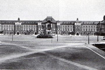 <p>Tokyo station Marunouchi building, just after its completion in 1914</p>