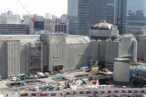 Южный купол Токийской станции здания Маруноути в Токио, Япония, в период реставрационных работ.Фотография снята с 7го этажа площадки здания Маруноути.