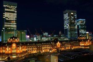 "Ночной вид Токийской станции со здания ""Син-маруноути"""