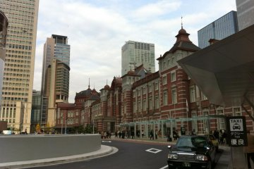 Exploring the Refurbished Tokyo Station (2012)