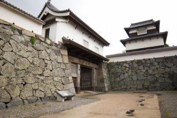 Одна из уцелевших частей замка