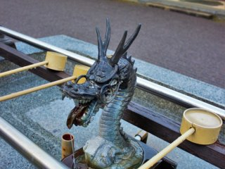 A dragon spout for ablutions