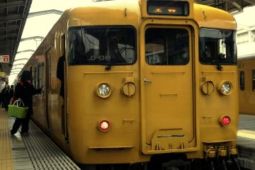 The yellow train of Uno