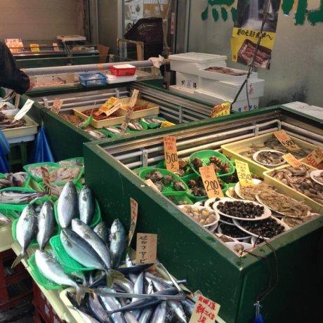 砂町銀座商店街で日本のソウルフードを食べ歩く