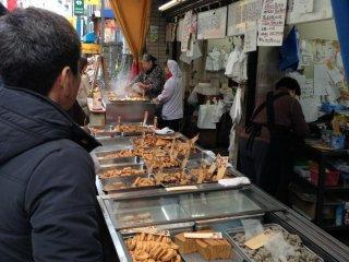 おおでんのネタや天ぷらなど、種類がとても豊富。