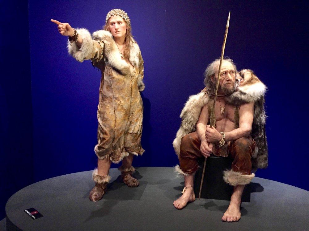 Đến người phụ nữ Cro-Magnon cũng yêu thích thời trang ( chú ý đến băng đội đầu có đính hạt)