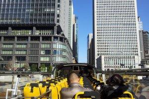 Survolez les rues de Tokyo