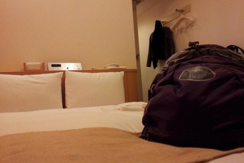 เตียงนอนหนานุ่มและห้องพักที่สะอาด