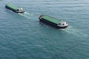 Ships passing by beneath the Akashi Kaikyo Bridge