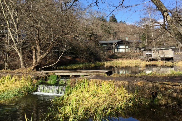 สระน้ำคุโมะไบเกะในคะรุอิสะวะ