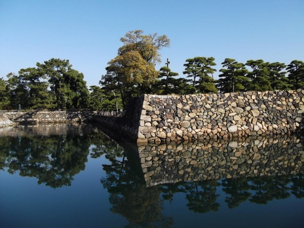 None shall pass: sturdy walls reflected in the moat