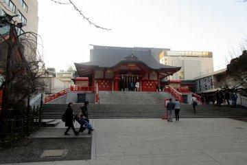 花園神社是城市的寧靜綠洲