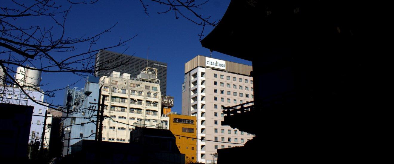 新宿融合了现代和传统建筑于一身