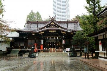 熊野神社,位於新宿中央公園的邊緣