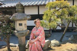 Thiếu nữ trong Kimono